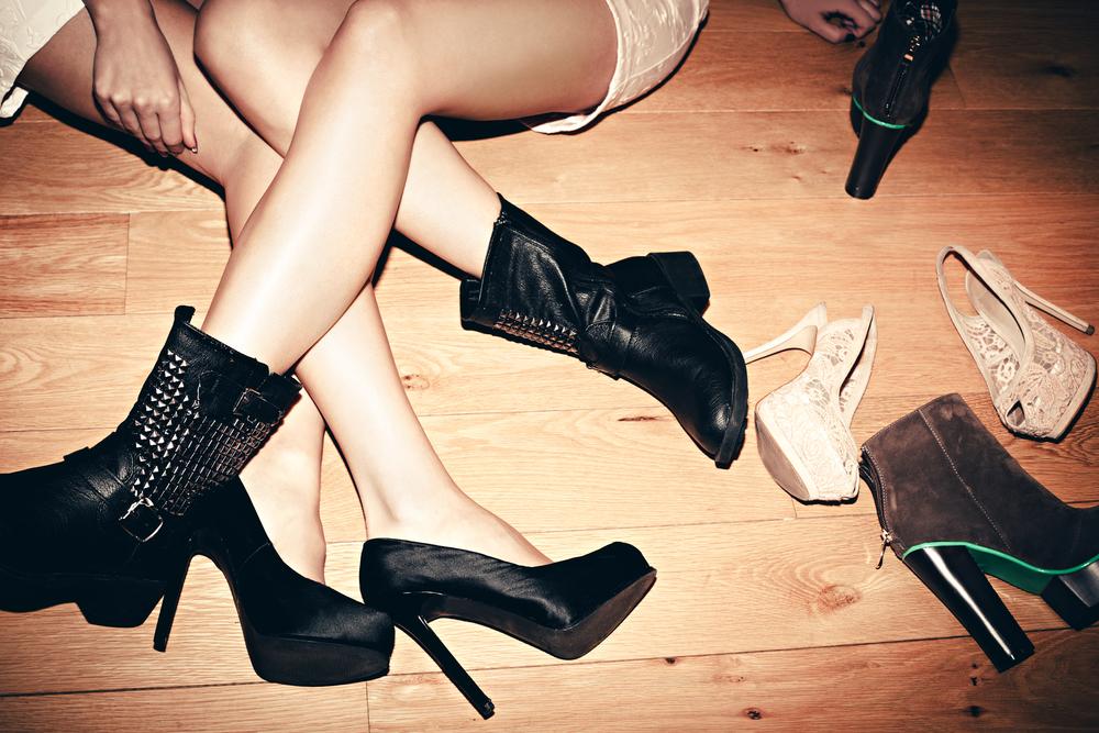 fetish-k-zhenskoy-obuvi