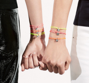 Náramek Colour Lockit značky Louis Vuitton.