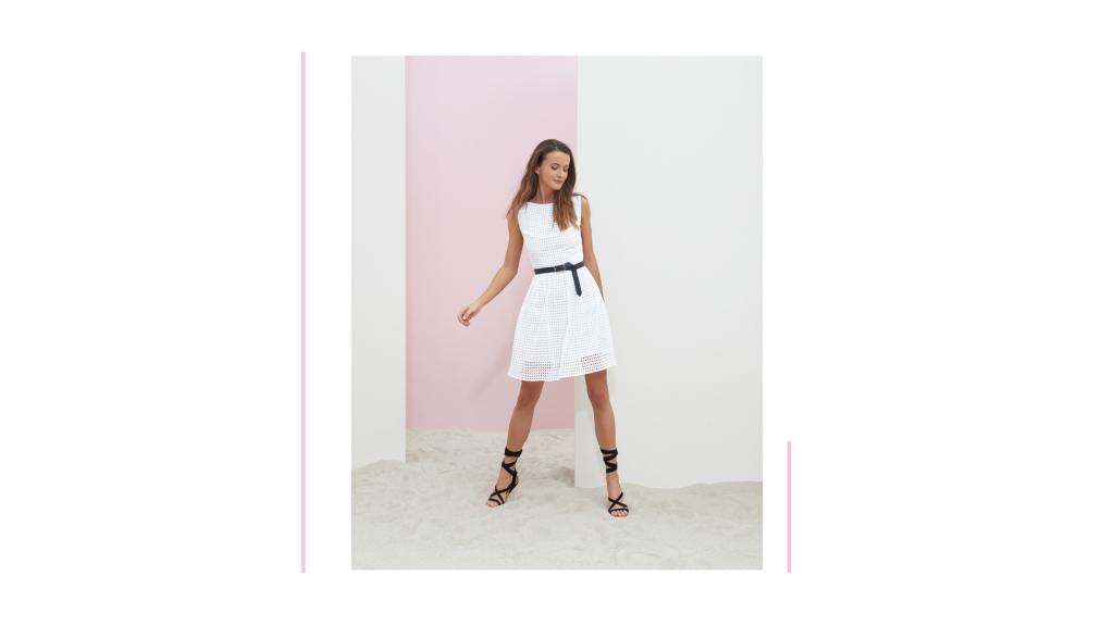 43ce4bcbc8fc Letní romantické šaty s nabíranou áčkovou sukní jsou vyrobeny z lehké bílé  madeiry a působí velmi křehce a žensky.