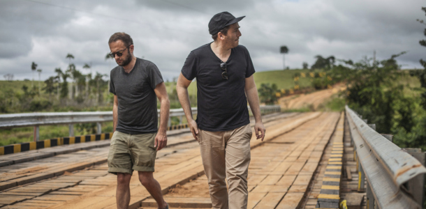 Sébastien Kopp (left) and François-Ghislain Morillion (right), VEJA co-founders, during a trip in the Amazon forest. © Veja/ Ludovic Careme